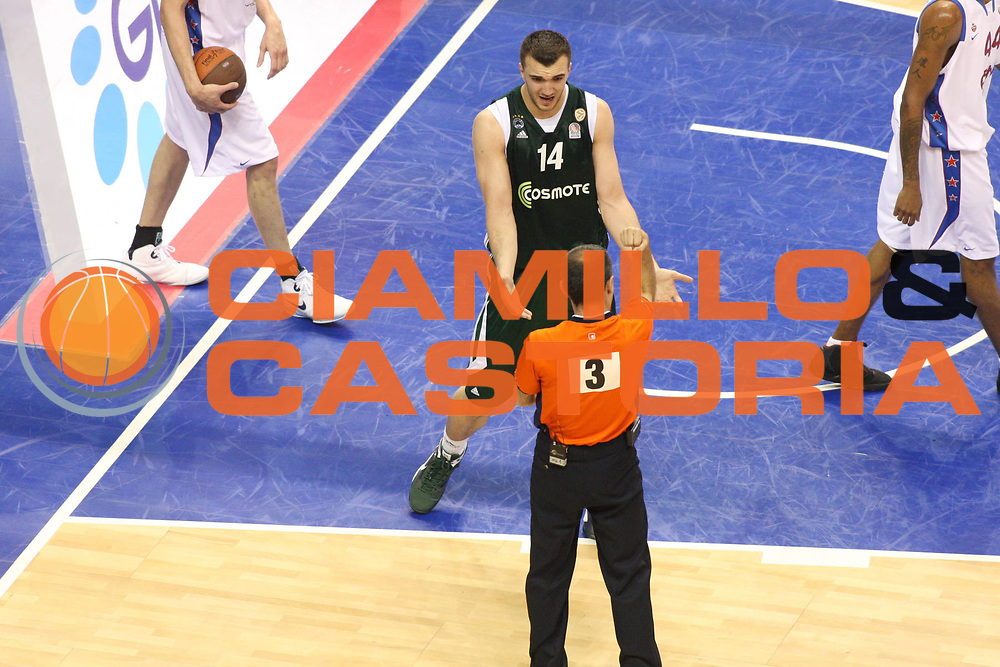 DESCRIZIONE : Berlino Eurolega 2008-09 Final Four Finale Panathinaikos Atene CSKA Mosca <br /> GIOCATORE : Nikola Pekovic<br /> SQUADRA : Panathinaikos Atene<br /> EVENTO : Eurolega 2008-2009 <br /> GARA : Panathinaikos Atene CSKA Mosca <br /> DATA : 03/05/2009 <br /> CATEGORIA : delusione<br /> SPORT : Pallacanestro <br /> AUTORE : Agenzia Ciamillo-Castoria/G.Ciamillo