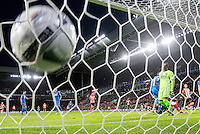 EINDHOVEN - PSV - AZ , Voetbal , Seizoen 2015/2016 , Eredivisie , Philips stadion , 29-11-2015 , PSV speler Luuk de Jong (r) kopt de 2-0 binnen ondertussen staat AZ speler Gino Coutinho (2e r) er verslagen bij