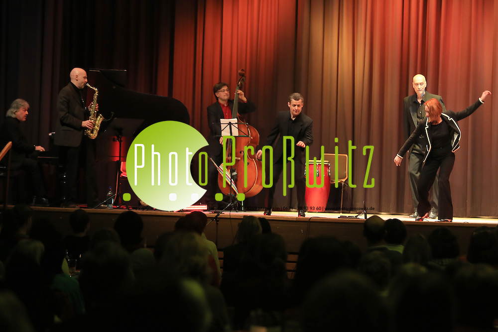Mannheim. 17.02.14  K&auml;fertal. Kulturhaus. Stepptanzkonzert. An Evening with Swing and Tap.<br /> Bild: Markus Pro&szlig;witz 17FEB14 / masterpress / images4.de