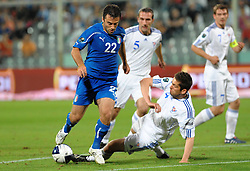 07.09.2010, Stadio Artemio Franchi, Florenz, ITA, UEFA 2012 Qualifier, Italia v Faer Oer, im Bild giuseppe rossi contrastato da un avversario.EXPA Pictures © 2010, PhotoCredit: EXPA/ InsideFoto/ Massimo Oliva *** ATTENTION *** FOR AUSTRIA AND SLOVENIA USE ONLY! / SPORTIDA PHOTO AGENCY