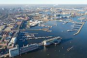Nederland, Noord-Holland, Amsterdam, 11-12-2013; Van Diemenstraat met pakhuizen en Silodam met gerenoveerde oude graansilo's en nieuw appartementengebouw (architectenbureau MVRDV). Vroegere Houthavens.<br /> Old harbour quarter, west of the city centre. Old renovated silo's, new appartements<br /> luchtfoto (toeslag op standaard tarieven);<br /> aerial photo (additional fee required);<br /> copyright foto/photo Siebe Swart.