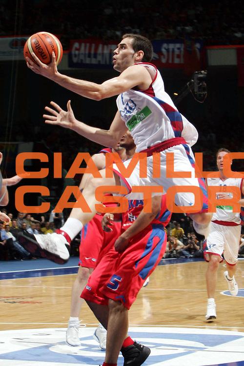 DESCRIZIONE : MOSCOW FINAL FOUR EUROLEAGUE 2005<br /> GIOCATORE :  CALDERON<br /> SQUADRA : TAU VITORIA<br /> EVENTO : FINAL FOUR EUROLEAGUE 2005<br /> GARA : CSKA MOSCOW MOSCA-TAU VITORIA<br /> DATA : 06/05/2005 <br /> CATEGORIA : Tiro<br /> SPORT : Pallacanestro <br /> AUTORE : Agenzia Ciamillo-Castoria