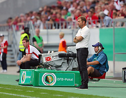 09.08.2015, Stadion Essen, Essen, GER, DFB Pokal, Rot Weiss Essen vs Fortuna Duesseldorf, 1. Runde, im Bild Cheftrainer Frank Kramer (Duesseldorf) beobachtet das Spiel // during German DFB Pokal first round match between Rot Weiss Essen and Fortuna Duesseldorf at the Stadion Essen in Essen, Germany on 2015/08/09. EXPA Pictures © 2015, PhotoCredit: EXPA/ Eibner-Pressefoto/ Hommes<br /> <br /> *****ATTENTION - OUT of GER*****