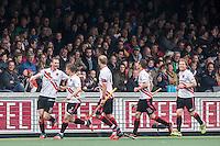 AMSTERDAM - Amsterdam - Oranje Zwart , Wagener Stadion , Hockey , Play-off hoofdklasse hockey heren , 03-05-2015 , Amsterdam speler Mirco Pruijser (l) viert zijn doelpunt