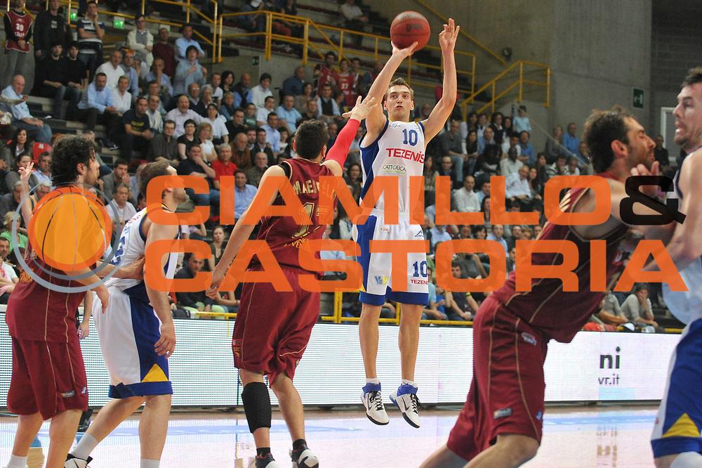 DESCRIZIONE : Verona Lega Basket A2 2010-11 Tezenis Verona Umana Reyer Venezia<br /> GIOCATORE : Mareks Jurevicus<br /> SQUADRA : Tezenis Verona Umana Reyer Venezia<br /> EVENTO : Campionato Lega A2 2010-2011<br /> GARA : Tezenis Verona Umana Reyer Venezia<br /> DATA : 30/04/2011<br /> CATEGORIA : Tiro<br /> SPORT : Pallacanestro <br /> AUTORE : Agenzia Ciamillo-Castoria/M.Gregolin<br /> Galleria : Lega Basket A2 2010-2011 <br /> Fotonotizia : Verona Lega A2 2010-11 Tezenis Verona Umana Reyer Venezia<br /> Predefinita :