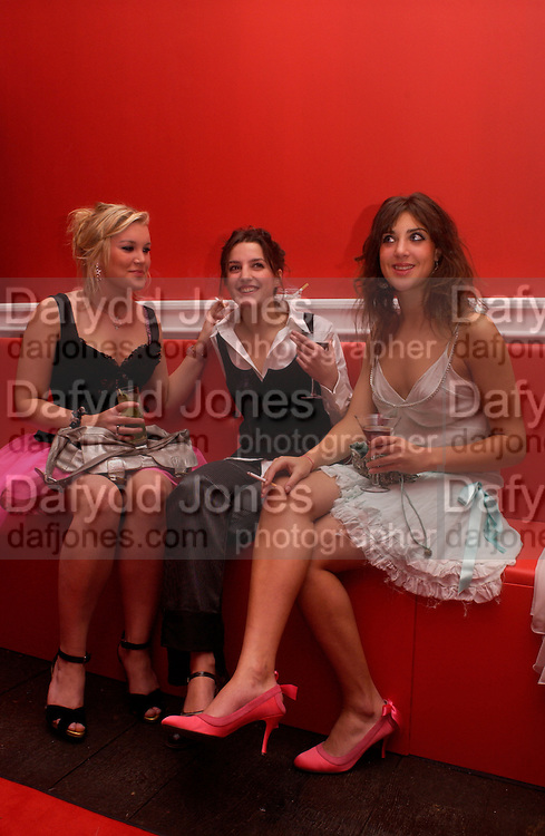 Coco Fennell, Romily Walden and Georgina Thompson. Hot Ice party hosted by Dominique Heriard Dubreuil and Theo Fennell, ( Remy Martin and theo Fennell) at 35 Belgrave Sq. London W1. 26 October 2004. ONE TIME USE ONLY - DO NOT ARCHIVE  © Copyright Photograph by Dafydd Jones 66 Stockwell Park Rd. London SW9 0DA Tel 020 7733 0108 www.dafjones.com