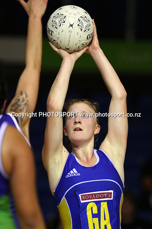 Otago's Shannon Francois in action. Lion Foundation Netball Championship. First Grade Division 1 match. Auckland Waitakere v Otago. Trusts Stadium, Auckland, New Zealand. Thursday 30th September 2010. Photo: Anthony Au-Yeung / photosport.co.nz
