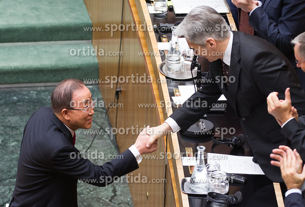 28.04.2016, Parlament, Wien, AUT, Parlament, Nationalratssitzung, Besuch des UNO-Generalsekretärs im Nationalrat, im Bild v.l.n.r. UNO Generalsekretaer Ban Ki-moon und Bundeskanzler Werner Faymann (SPÖ) // f.l.t.r. General Secretary of the United Nation Organisation Ban Ki-moon and Federal Chancellor of Austria Werner Faymann during visit of the secretary general of the united nations at the meeting of the National Council of austria at austrian parliament in Vienna, Austria on 2016/04/28, EXPA Pictures © 2016, PhotoCredit: EXPA/ Michael Gruber