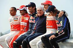 21.10.2010, Korea International Circuit, Yeongam, KOR, F1 Grandprix of Korea, im Bild ..Lewis Hamilton (GBR), McLaren F1 Team - Fernando Alonso (ESP),  Scuderia Ferrari - Mark Webber (AUS), Red Bull Racing - Bernie Ecclestone (GBR) - Jenson Button (GBR),  McLaren F1 Team  - Sebastian Vettel (GER), Red Bull Racing, EXPA Pictures © 2010, PhotoCredit: EXPA/ InsideFoto/ Hasan Bratic *** ATTENTION *** FOR AUSTRIA AND SLOVENIA USE ONLY!