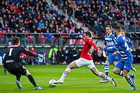 ALKMAAR - 16-04-2016, AZ - PEC Zwolle, AFAS Stadion, 5-1,  PEC Zwolle keeper Mickey van der Hart , AZ speler Vincent Janssen