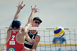 17-07-2014 NED: FIVB Grand Slam Beach Volleybal, Apeldoorn<br /> Poule fase groep A mannen - Chaim Schalk CAN, Philip Dalhausser USA