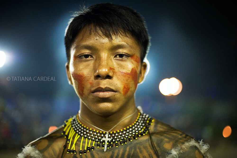Yudjá People, also knowed as Juruna people, portray themselves as the prototype of humanity, as canoeists and beer makers. Part of the Yudjá's cosmological knowledge and ritual life rests on the crucial role of shamans; however, since the 1980s, they have had no more shamans. <br />