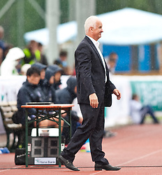 30.05.2010, Kufstein Arena, Kufstein, AUT, FIFA Worldcup Vorbereitung, Testspiel Sued Korea (KOR) vs Weissrussland (BLR), im Bild Bernd Stange (BLR) Headcoach. EXPA Pictures © 2010, PhotoCredit: EXPA/ J. Groder / SPORTIDA PHOTO AGENCY