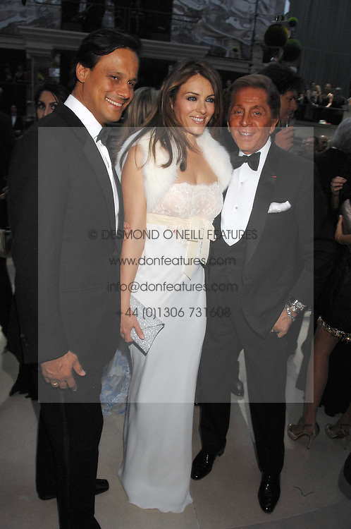 Left to right, ARUN NAYAR, LIZ HURLEY and VALENTINO at the Ark 2007 charity gala at Marlborough House, Pall Mall, London SW1 on 11th May 2007.<br />
