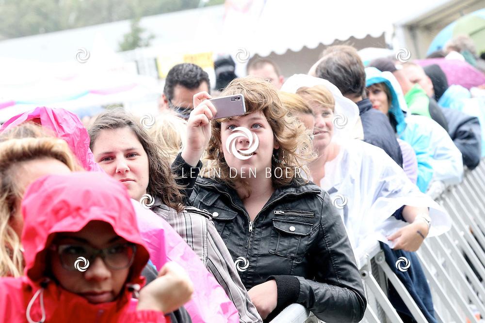 LIESHOUT - Bavaria Open Air Festival. Met op de foto  publiek die massaal op het festival is afgekomen ondanks het slechte weer. FOTO LEVIN DEN BOER - PERSFOTO.NU
