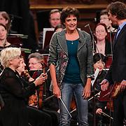 NLD/Haarlem/20121002- Opname AVRO's programma Maestro, presentator Frits Sissing en Lenette van Dongen