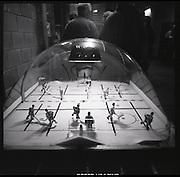 The Russian Years: les années glorieuses du HC Fribourg Gottéron. Le HC Fribourg Gottéron, un petit club régional de hockey sur glace, vécut plusieures saisons spectaculaires avec l'arrivée de Slava Bykov et Andrei Chomutov, les meilleures joueurs de hockey du monde russes - et les premiers à pouvoir quitter l'union soviétique pour évoluer à l'étranger. Trois fois champions du monde avec l'équipe nationale soviétique et le club de ZSKA Moscow, leur arrivée en Suisse présagait la chute du rideau de fer.  © Romano P. Riedo
