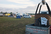 The pilots took over the camping area on the Chambley site. <br /> Les pilotes ont envahi le camping sur le site de Chambley.