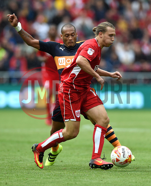 Luke Freeman of Bristol City battles for the ball with Yoan Gouffran of Newcastle United  - Mandatory by-line: Joe Meredith/JMP - 20/08/2016 - FOOTBALL - Ashton Gate - Bristol, England - Bristol City v Newcastle United - Sky Bet Championship
