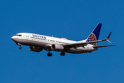Boeing 737-824 (N18223) operated by United Airlines on approach to San Francisco International Airport (KSFO), San Francisco, California, United States of America