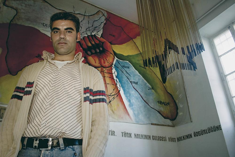 Rifugiato Kurdo vive nel centro sociale di prima accoglienza Ararat a Roma.<br /> Nel suo paese Mehmet era un operaio.