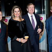 Koning Willem-Alexander en koningin Maxima wonen in de Dr. Anton Philipszaal het jubileumconcert bij van het Residentie Orkest dat dit jaar haar 110-jarig bestaan viert. <br /> <br /> King Willem-Alexander and Maxima queen living in the Dr. Anton Philips Hall jubilee concert at the Hague Philharmonic celebrating its 110th anniversary this year.<br /> <br /> Op de foto / On the photo: Aankomst Koning Willem Alexander en Koningin Maxima verwelkomd door artistiek directeur Roland Kieft en zakelijk directeur Job Kok <br /> <br /> Arrival Koning Willem Alexander and Maxima Queen welcomed by artistic director Roland Kieft and Managing Director Job kok