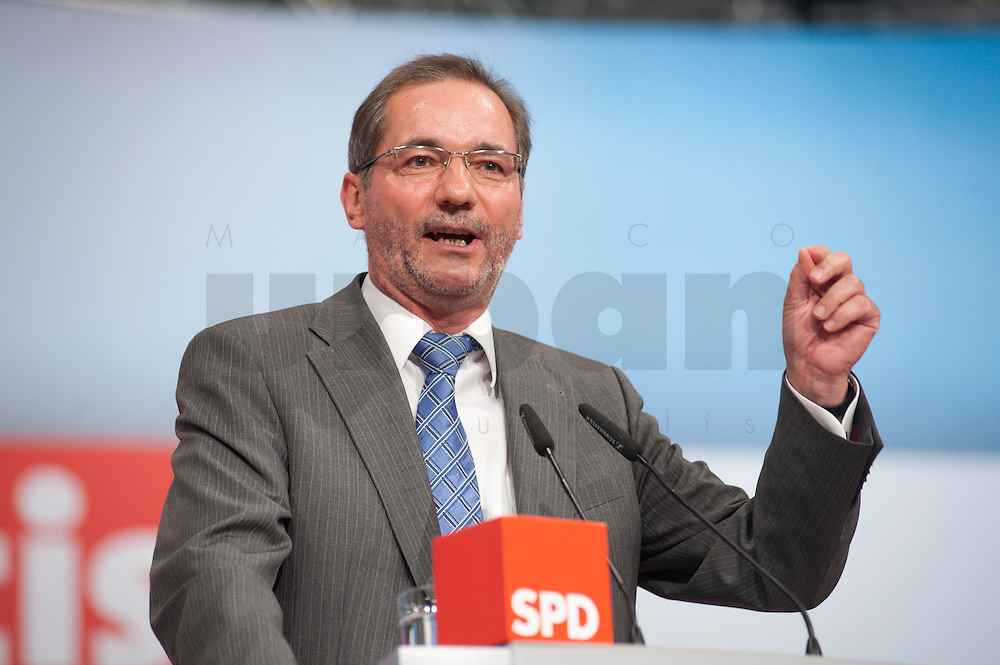 14 JUN 2009, BERLIN/GERMANY:<br /> Matthias Platzeck, SPD, Ministerpraesident Brandenburg, haelt eine Rede, au&szlig;erordentlicher SPD Bundesparteitag, Estrell Convention Center<br /> IMAGE: urban20090614-01-175<br /> KEYWORDS: Party Congress, Parteitag, speech