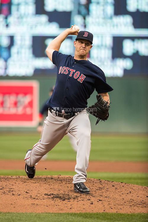 MINNEAPOLIS, MN- JUNE 10: Steven Wright #35 of the Boston Red Sox pitches against the Minnesota Twins on June 10, 2016 at Target Field in Minneapolis, Minnesota. The Red Sox defeated the Twins 8-1. (Photo by Brace Hemmelgarn) *** Local Caption *** Steven Wright