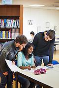 Etudiants dans la bibliothèque de l'IUT de Bourg en Bresse