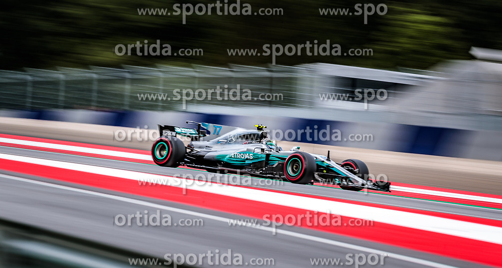 09.07.2017, Red Bull Ring, Spielberg, AUT, FIA, Formel 1, Grosser Preis von Österreich, Rennen, im Bild Valtteri Bottas (FIN) Mercedes AMG Petronas F1 Team // Finnish Formula One driver Valtteri Bottas of Mercedes AMG Petronas F1 during the Race of the Austrian FIA Formula One Grand Prix at the Red Bull Ring in Spielberg, Austria on 2017/07/09. EXPA Pictures © 2017, PhotoCredit: EXPA/ JFK
