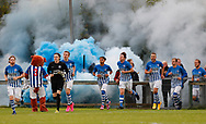 FODBOLD: Husum's spillere løber på banen til kampen i 2. runde af DBU Pokalen mellem Husum Boldklub og FC Helsingør den 5. september 2017 i Tingbjerg Idrætspark. Foto: Claus Birch