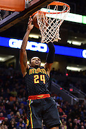 Jan 23, 2016; Phoenix, AZ, USA; Atlanta Hawks forward Kent Bazemore (24) dunks the ball against the Phoenix Suns in the second half at Talking Stick Resort Arena. The Suns won 98-95. Mandatory Credit: Jennifer Stewart-USA TODAY Sports