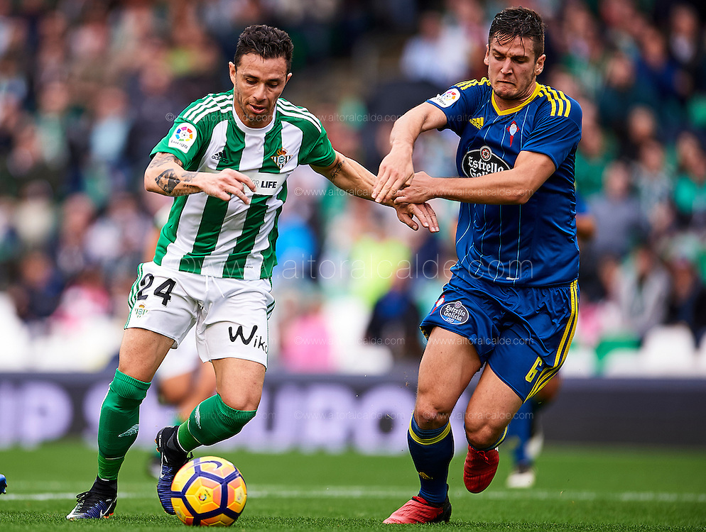 SEVILLE, SPAIN - DECEMBER 04:  Ruben Castro of Real Betis Balompie (L) competes for the ball with Nemanja Radoja of RC Celta de Vigo during La Liga match between Real Betis Balompie an RC Celta de Vigo at Benito Villamarin Stadium on December 4, 2016 in Seville, Spain.  (Photo by Aitor Alcalde Colomer/Getty Images)