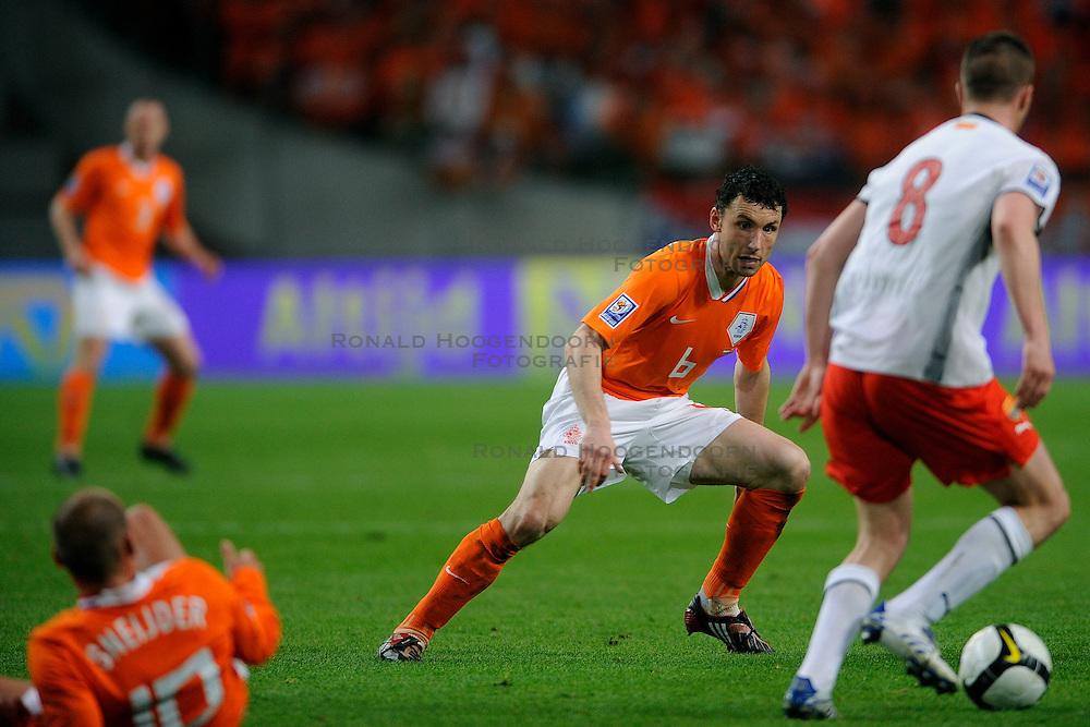 01-04-2009 VOETBAL: WK KWALIFICATIE NEDERLAND - MACEDONIE: AMSTERDAM<br /> Nederland wint met 4-0 van Macedonie / Mark van Bommel<br /> &copy;2009-WWW.FOTOHOOGENDOORN.NL