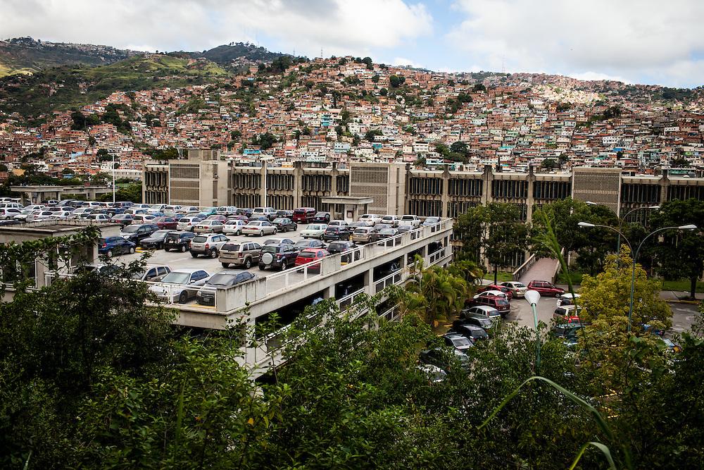 """Barrio """"Walter Frailes"""" cercano a la Universidad Católica Andrés Bello (UCAB). Caracas, Nov. 11, 2013 (Foto/Ivan Gonzalez)"""