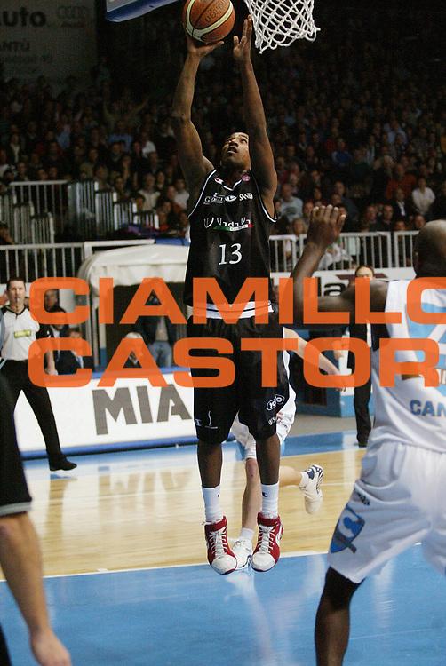 DESCRIZIONE : Cantu Lega A1 2006-07 Tisettanta Cantu VidiVici Virtus Bologna<br /> GIOCATORE : Gugliotta<br /> SQUADRA : VidiVici Virtus Bologna<br /> EVENTO : Campionato Lega A1 2006-2007 <br /> GARA : Tisettanta Cantu VidiVici Virtus Bologna<br /> DATA : 18/02/2007 <br /> CATEGORIA : Tiro<br /> SPORT : Pallacanestro <br /> AUTORE : Agenzia Ciamillo-Castoria/G.Cottini