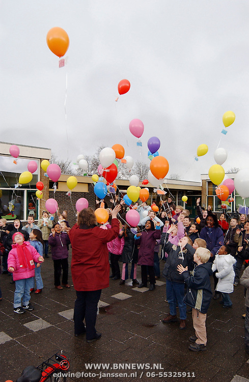 Ballonnenwedstrijd van der Brugghenschool Landweg Huizen