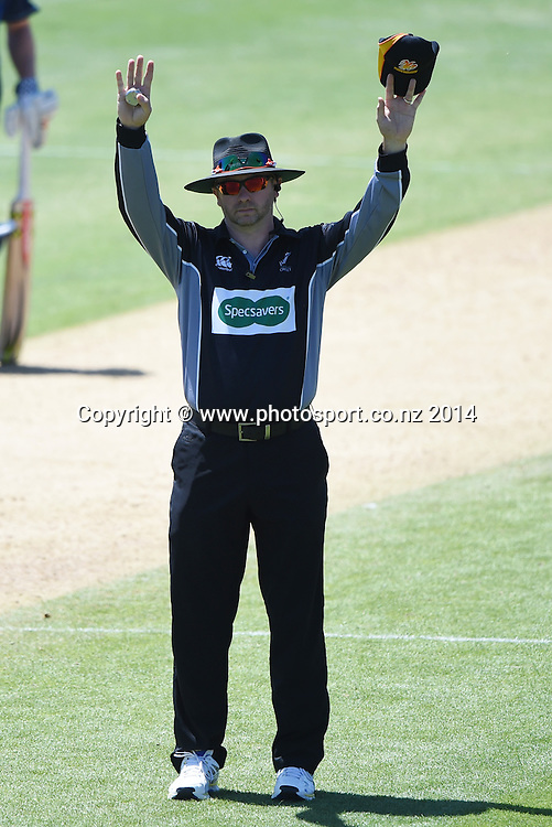 Umpire Wayne Knights at the Ford Trophy one day cricket match between Auckland Aces and Wellington Firebirds at the Eden Park Outer Oval, Auckland, New Zealand. Saturday 27 December 2014. Photo: Andrew Cornaga/www.Photosport.co.nz