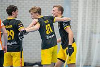 ROTTERDAM -  Noud Schoenaker (Den Bosch) heeft gescoord, heren Den Bosch-HIC,   ,hoofdklasse competitie  zaalhockey.  links Laz Omrani (Den Bosch)  COPYRIGHT  KOEN SUYK