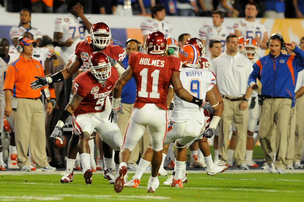 January 8, 2009: Nic Harris of the Oklahoma Sooners intercepts a pass during the NCAA football game between the Florida Gators and the Oklahoma Sooners in the 2009 BCS National Championship Game. The was tied 7-7 at the half.