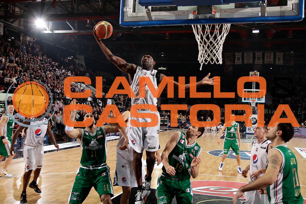 DESCRIZIONE : Caserta Lega A 2010-11 Pepsi Caserta Montepaschi Siena<br /> GIOCATORE : Jumaine Jones<br /> SQUADRA : Pepsi Caserta<br /> EVENTO : Campionato Lega A 2010-2011<br /> GARA : Pepsi Caserta Montepaschi Siena<br /> DATA : 20/02/2011<br /> CATEGORIA : rimbalzo<br /> SPORT : Pallacanestro<br /> AUTORE : Agenzia Ciamillo-Castoria/A.De Lise<br /> Galleria : Lega Basket A 2010-2011<br /> Fotonotizia : Caserta Lega A 2010-11 Pepsi Caserta Montepaschi Siena<br /> Predefinita :