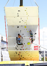31.07.2015, Mariahilfer Straße, Wien, AUT, ISFC, Free Solo Masters MAHÜ, Vorqualifikation, im Bild Aufbauarbeiten // during the prequalification of the ISFC Free Solo Masters MAHÜ at the Mariahilfer Straße in Vienna, Austria on 2015/07/31. EXPA Pictures © 2015, PhotoCredit: EXPA/ Sebastian Pucher