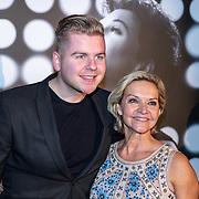 NLD/Amsterdam/20191113 - Filmpremiere Judy, Marisca van Kolck en zoon Christopher