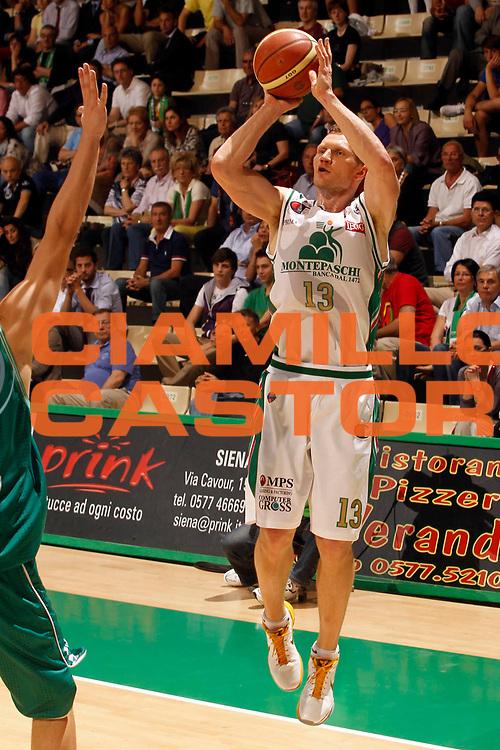DESCRIZIONE : Siena Lega A 2010-11 Semifinale Play off Gara 1 Montepaschi Siena Benetton Treviso<br /> GIOCATORE : Rimantas Kaukenas<br /> SQUADRA : Montepaschi Siena<br /> EVENTO : Campionato Lega A 2010-2011<br /> GARA : Montepaschi Siena Benetton Treviso<br /> DATA : 31/05/2011<br /> CATEGORIA : tiro<br /> SPORT : Pallacanestro<br /> AUTORE : Agenzia Ciamillo-Castoria/P.Lazzeroni<br /> Galleria : Lega Basket A 2010-2011<br /> Fotonotizia : Siena Lega A 2010-11  Semifinale Play off Gara 1 Montepaschi Siena Benetton Treviso<br /> Predefinita :