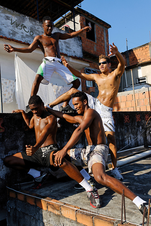 "Vitor Hugo, Diego, Anderson and Heverton, ""Muleks 100 limits"" (""boys without limits"") are training on the rooftop of Diego's house, on the heights of  Mangueira slum. They train almost every day, and perfect their choreographies, hoping to have success on the carioca funk scene and get a better life. Mangueira, Rio de Janeiro.."