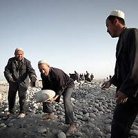 Uyghur labor in Khotan riverbed