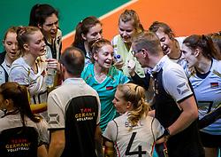 04-04-2017 NED:  CEV U18 Europees Kampioenschap vrouwen dag 3, Arnhem<br /> Duitsland - Nederland 3-1 / Nederland verliest kansloos van Duitsland met 3-1 - Bart Jan van der Mark, Patrizia Nestler #1