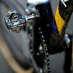 31-01-2009 VELDRIJDEN: WK BELOFTEN: HOOGERHEIDE<br /> item veldrijden trapper ketting fiets illustratief<br /> ©2009-WWW.FOTOHOOGENDOORN.NL