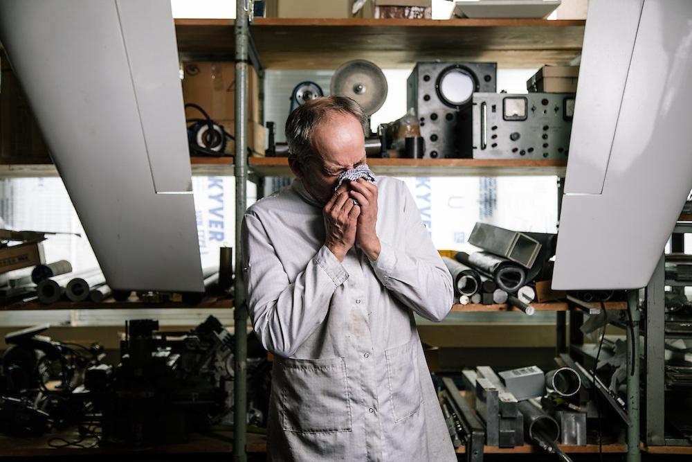 Sainte Croix, Suisse, 15 décembre 2016. Vianney Halter, horloger, dans son atelier. © Niels Ackermann / Lundi13