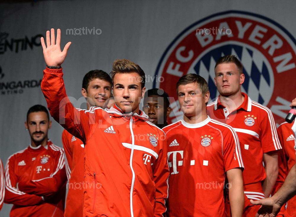 Fussball 1. Bundesliga Saison 2013/2014  Trainingslager des FC Bayern Muenchen 04.07.2013 Mario Goetze bei der FC Bayern Mannschaftspraesentation auf dem historische Piazza 3 Novembre von Riva.